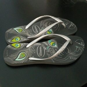 485eadecec10c7 Havaianas Shoes - Havaianas peacock feather design size 6